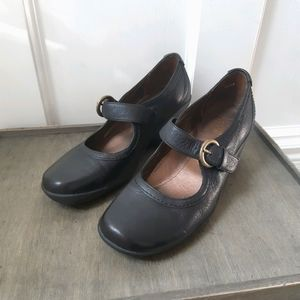 Hush Puppies Leather Buckle Wedge Shoes